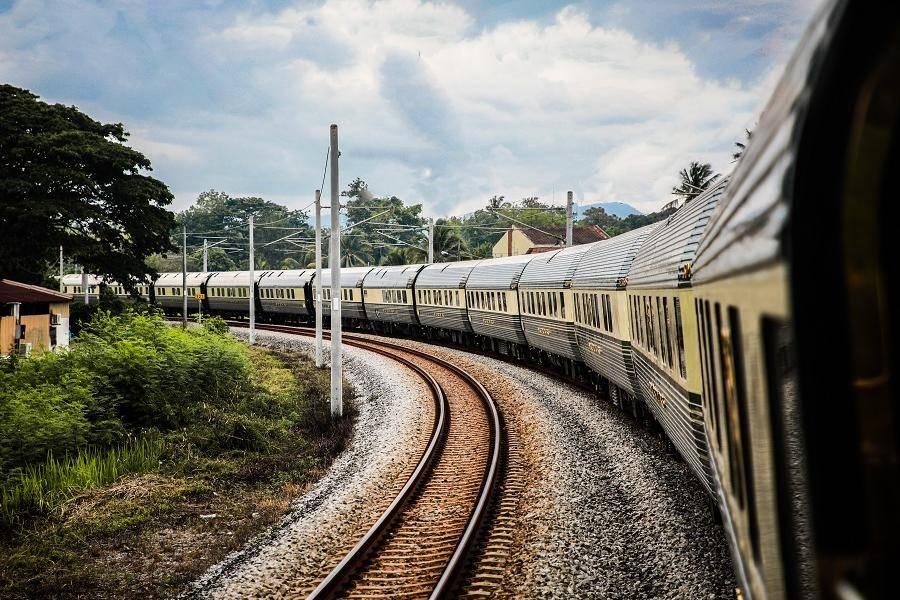 全国铁路营业里程突破14万公里,高铁占比超四分之一