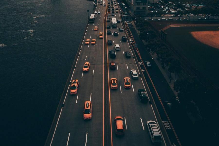 交通 马路,新能源汽车,用户关怀政策,小鹏,威马,蔚来,比亚迪