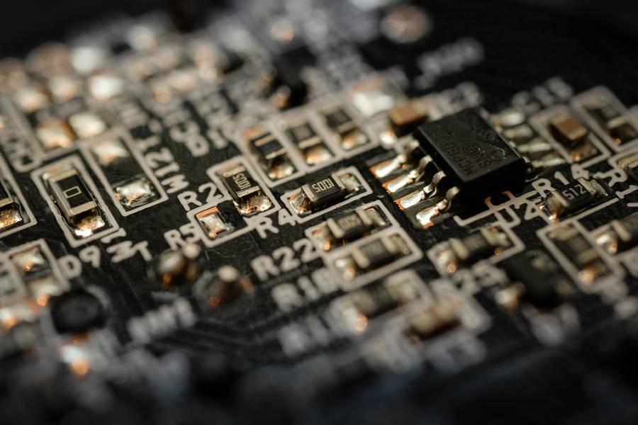比亚迪半导体又一款芯片导入华为体系手机充电器
