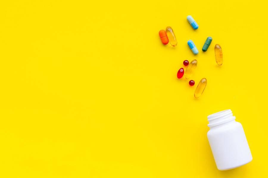 """医政纷纭丨养老机构""""禁止兜售保健食品、药品"""",老人的钱还好赚吗?"""