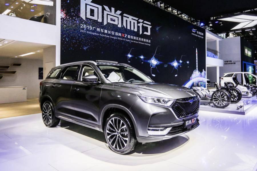 """广州车展上,长安欧尚X7举行了一场""""拆车发布会"""""""