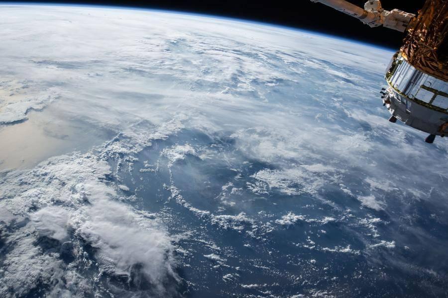 地球上空的卫星