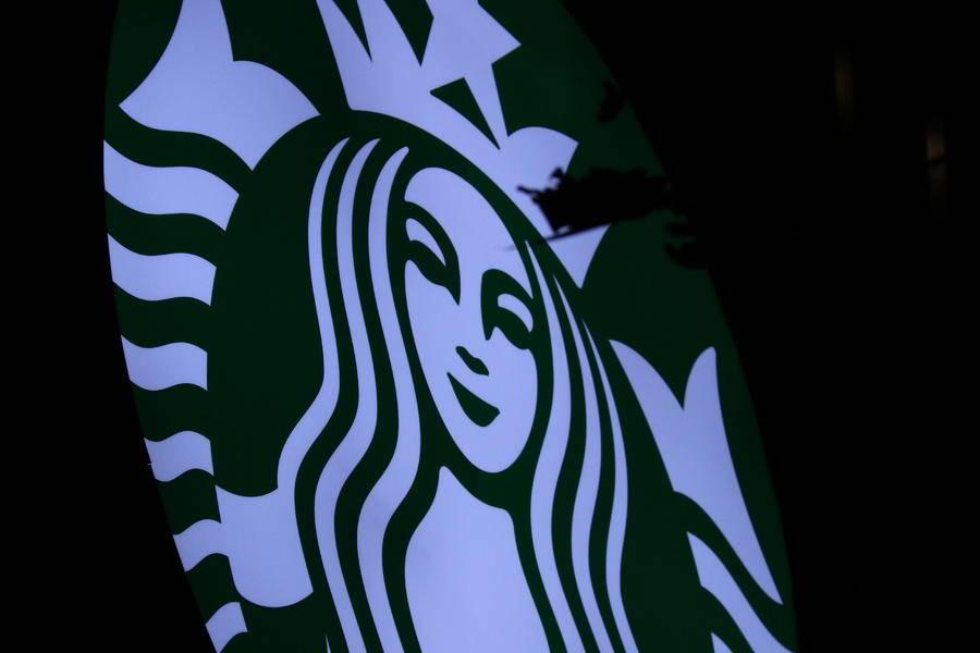 星巴克第二季度全球同店销售额跌40%
