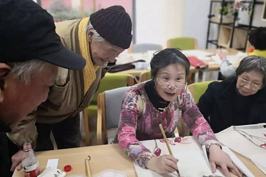 """主打""""夕阳红""""的老年教育是朝阳产业吗?"""
