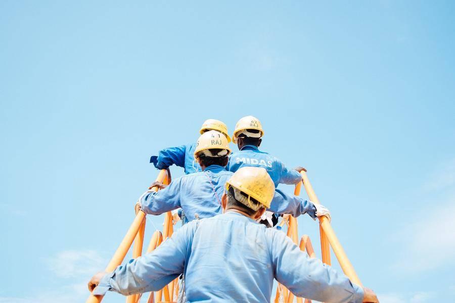 工人 制造业 头盔 天空