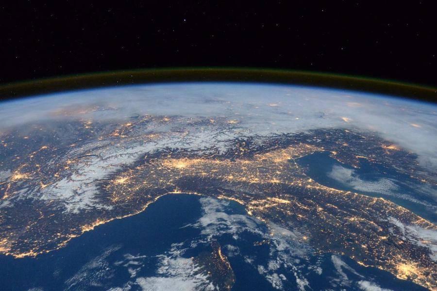 美国太空港首飞后,维珍银河何时实现商业发射目标?