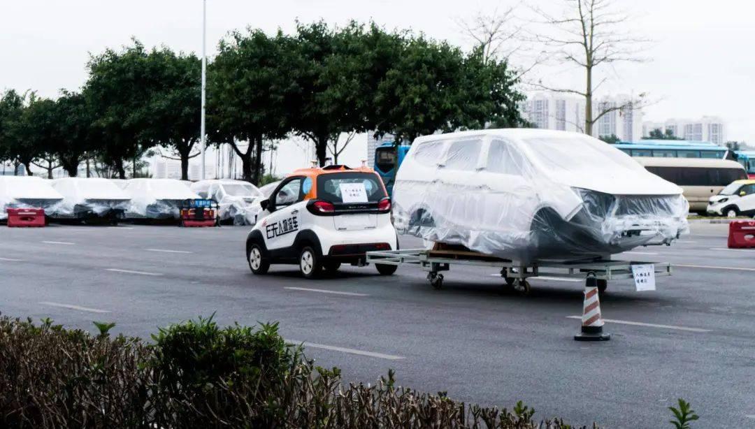 驭势科技无人物流车在五菱工厂内