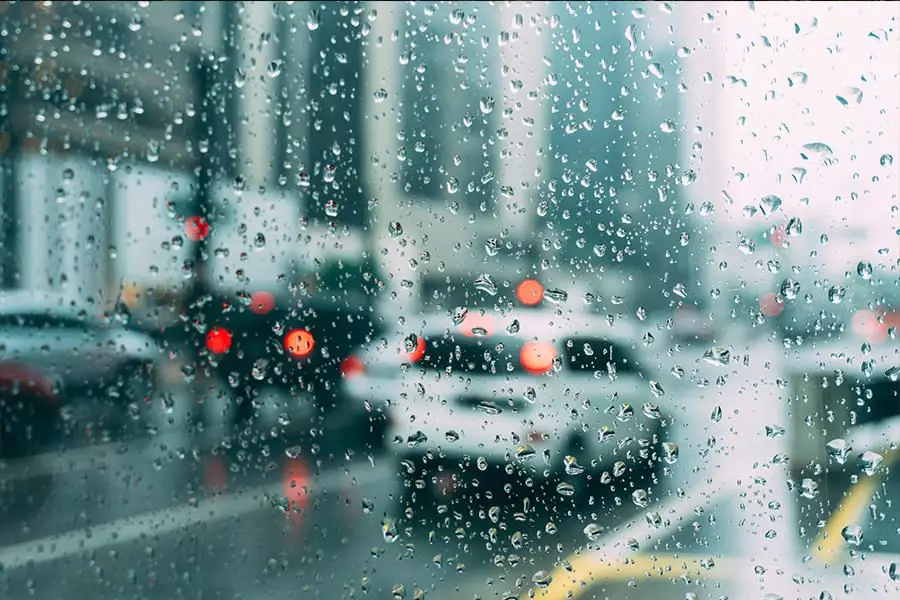 雨中街道/pexels