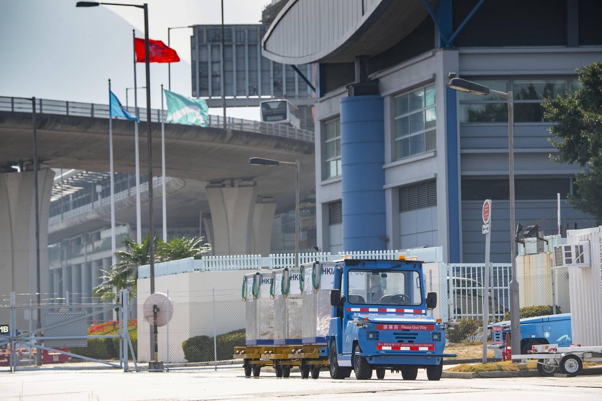 香港機場中的馭勢科技無人車