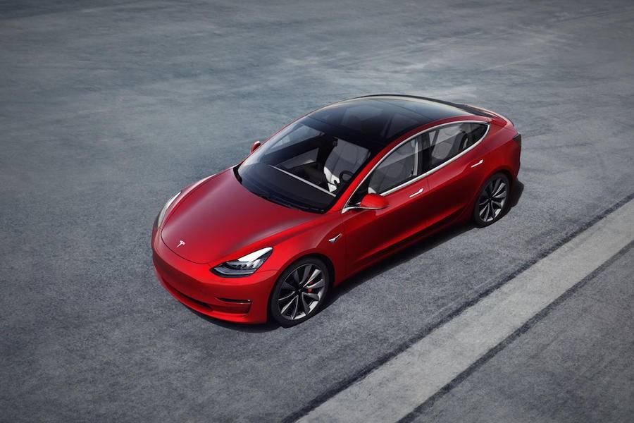 特斯拉Autopilot再升級:數周內推紅綠燈自動停車功能