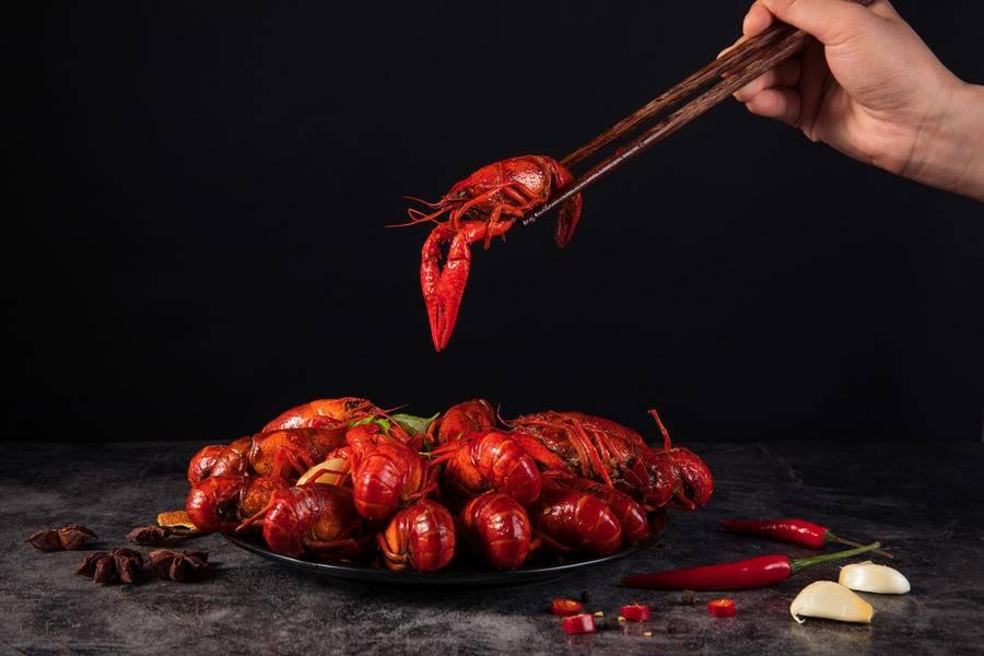 你们1天吃掉6.5万吨的小龙虾,巨头、资本正在抢滩混战