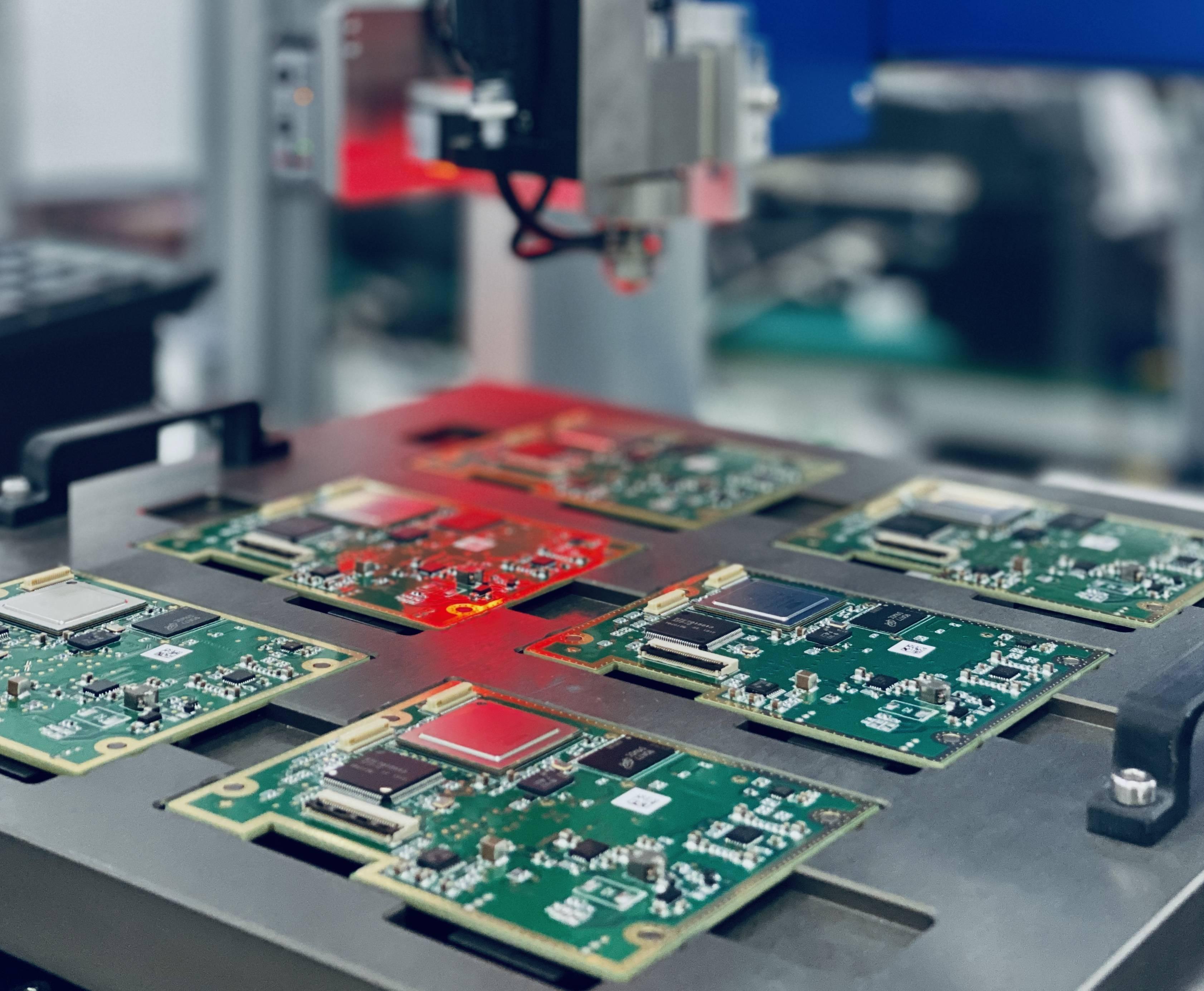 知行科技L2级自动驾驶智能摄像头生产线