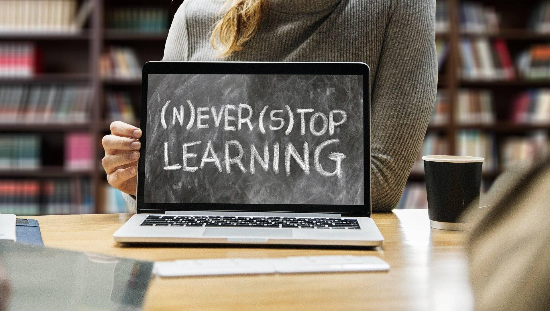 中国在线教育师生教学行为和教学条件研究报告