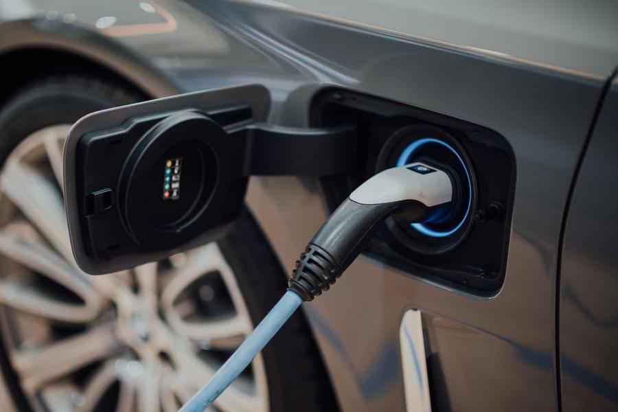 中国不会禁售燃油车了,但是燃油车必须混动化?