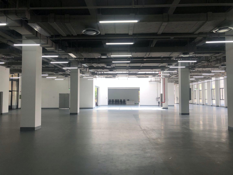 特斯拉浦东交付中心展厅/图片来源 亿欧汽车