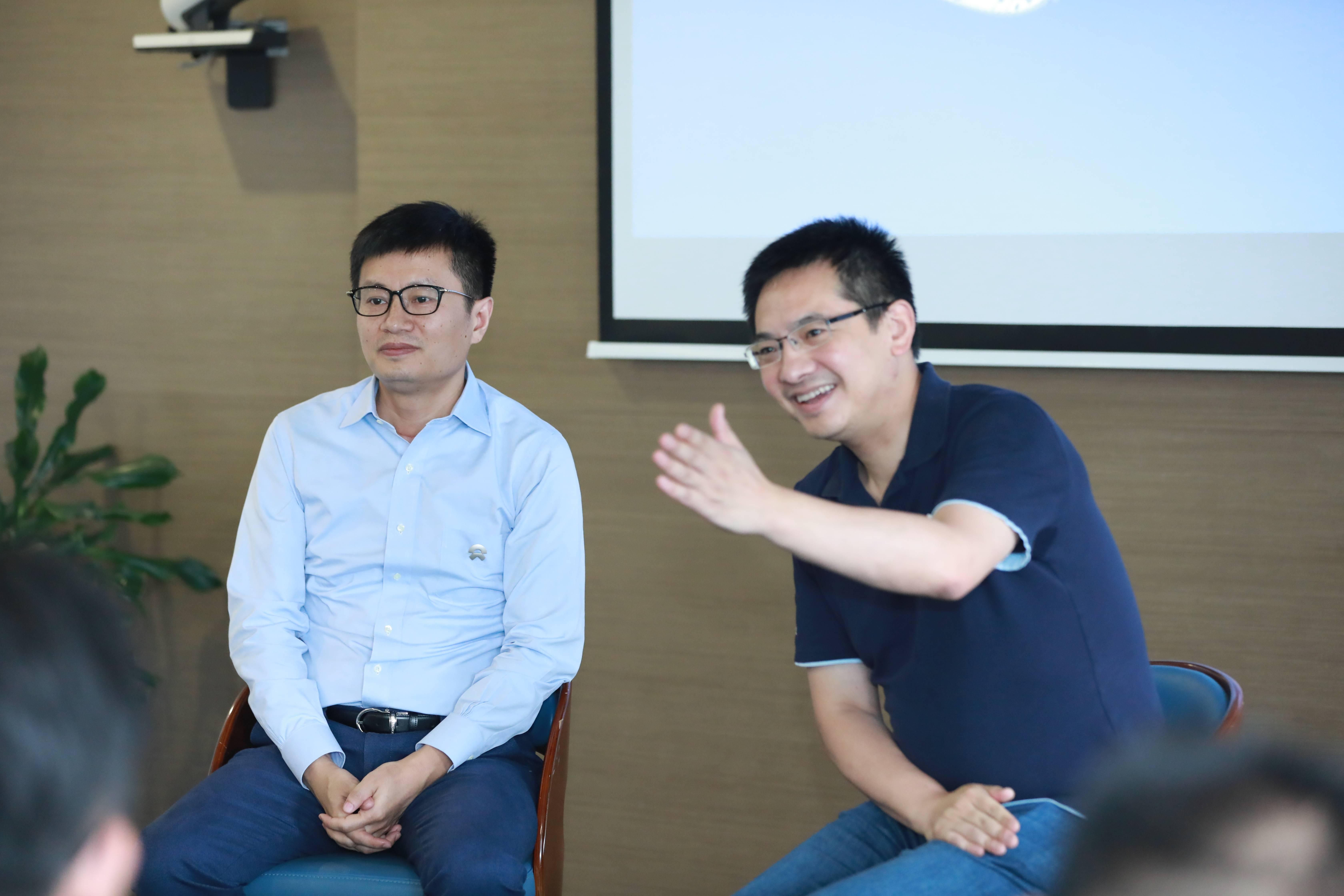 蔚来驱动科技CEO曾澍湘(左);蔚来联合创始人、总裁秦力洪(右)