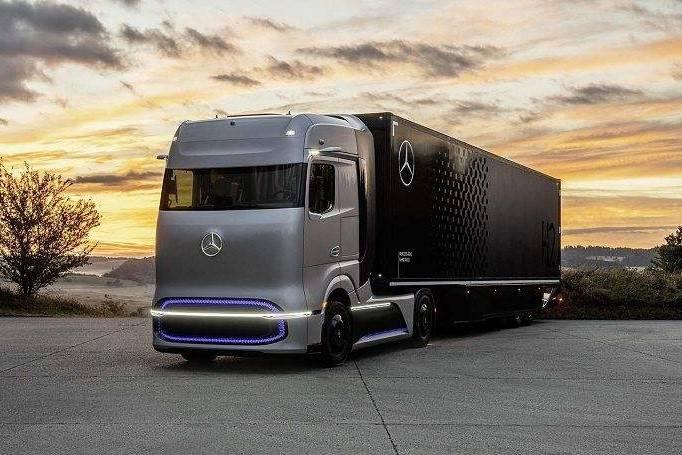 戴姆勒全球首发氢燃料电池概念卡车GenH2
