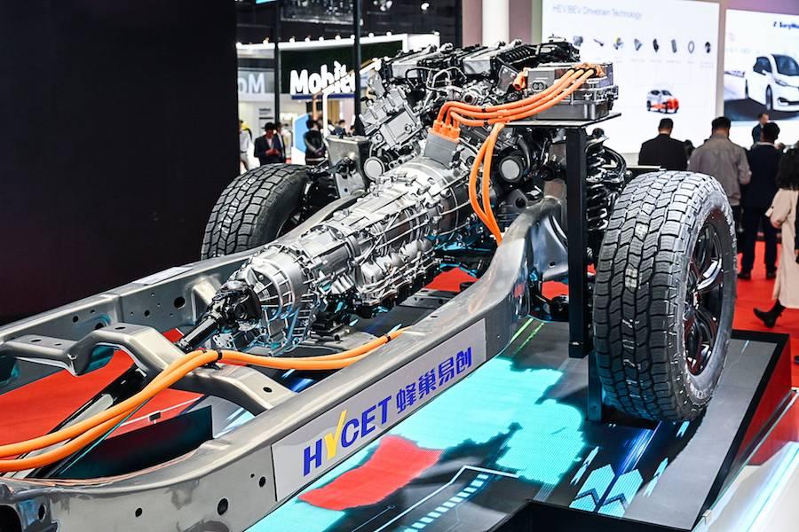 搭载3.0T+9AT动力总成的纵置混动四驱平台