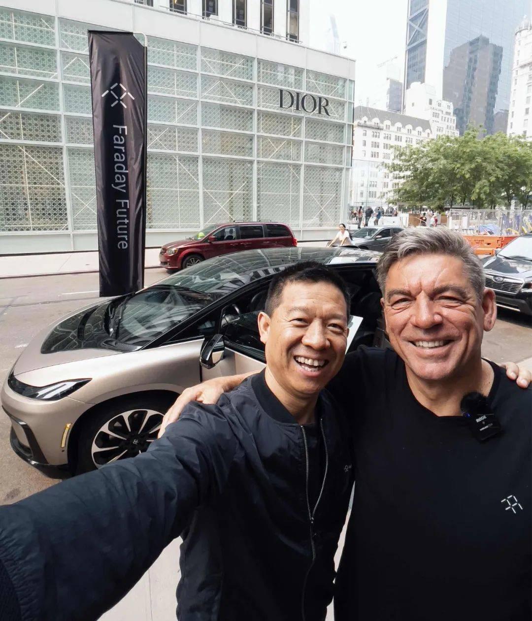 FF创始人兼CPUO贾跃亭与FF CEO毕福康的合影